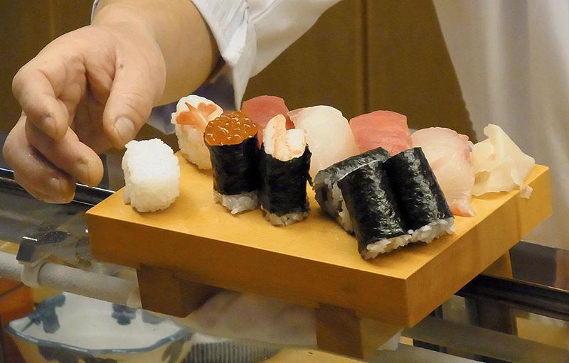「笑みの絆」の握り寿司